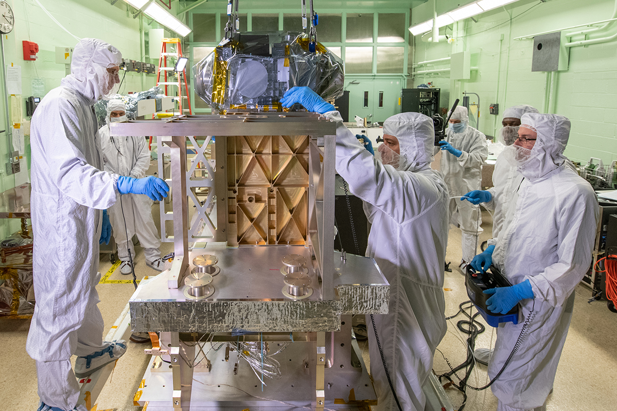 NASA technicians perform a flatness check between the OM and ETU Primary Structure.