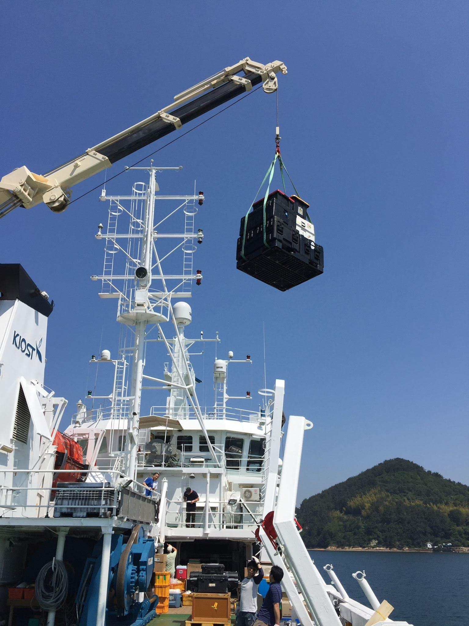 On-board cranes lift heavier KORUS-OC equipment onto the deck of the R/V <em>Onnuri</em>.