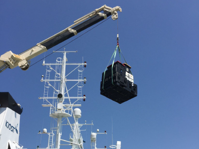 Cranes Lift KORUS-OC Equipment on Board