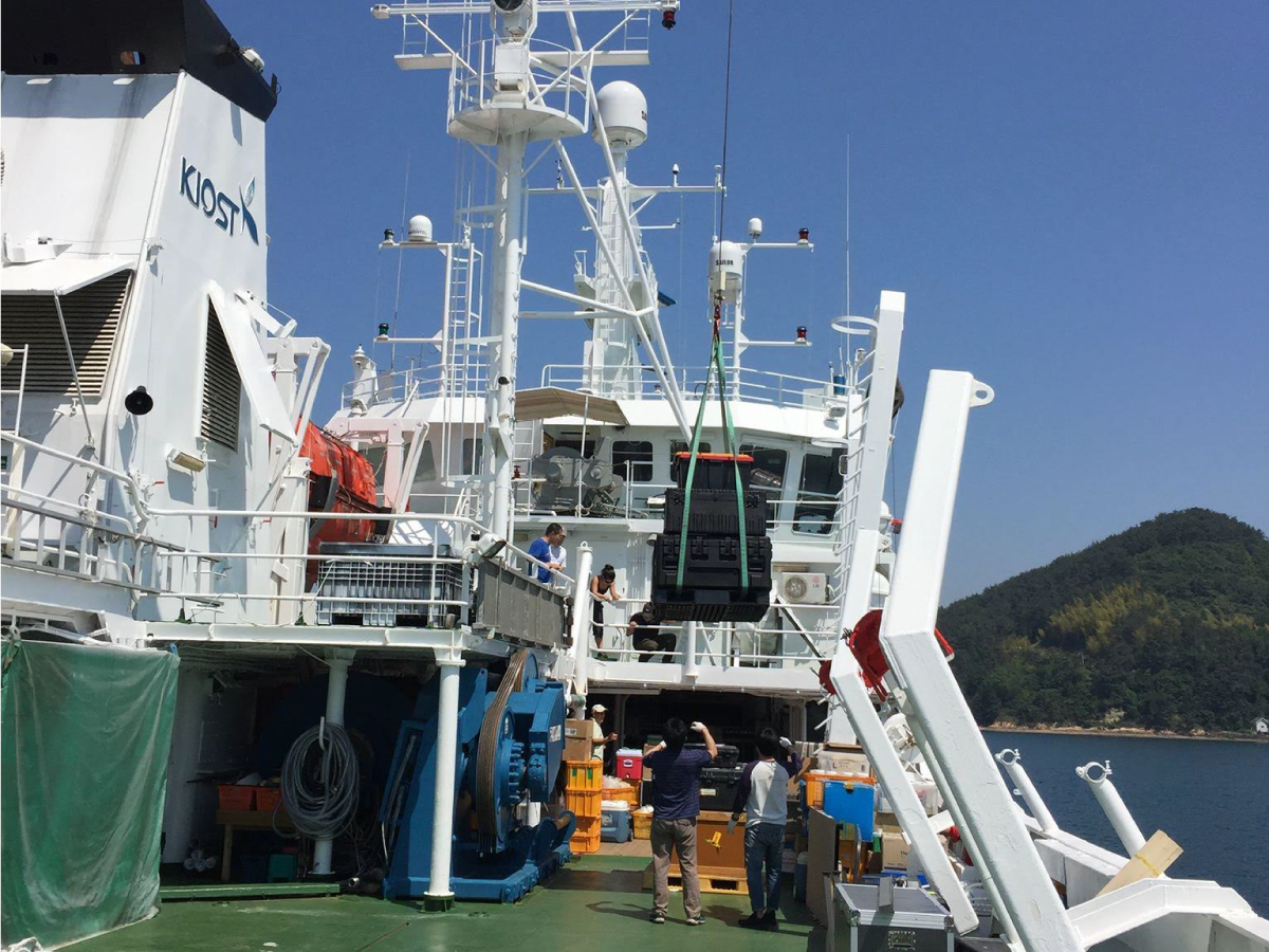 Containers are carefully hoisted on board the R/V Onnuri